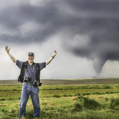 Neb. radiologist tracks tornadoes to find the perfect image